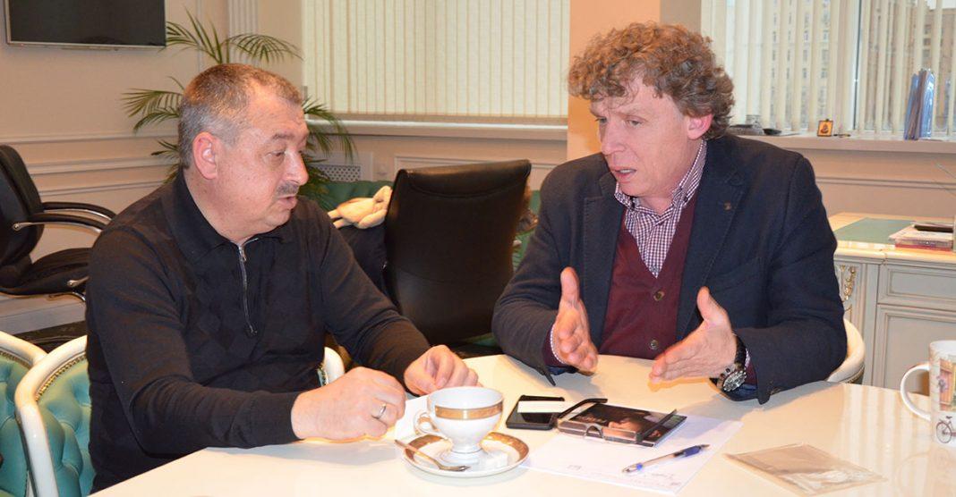 28 февраля 2017 года состоялась встреча руководства музыкального издательства «Звук-М» с генеральным продюсером радиостанции «Восток FM» Алексеем Клюевым