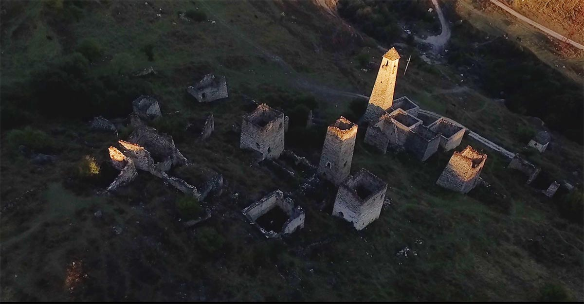 Historical sites of the Kurtatinsky gorge in North Ossetia, literally penetrated by the spirit of the past, were chosen as the main scenes for the shooting.