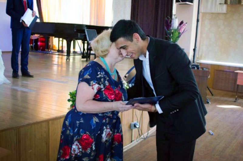 "Singer Sergey Zeynalyan 28 July received a diploma from the State Educational Institution of Higher School of Public Education ""Stavropol Regional Music College. IN AND. Safonov ""in the city of Mineralnye Vody"