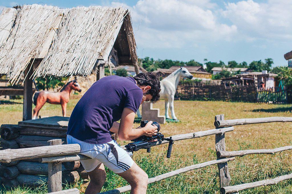Съёмки клипа «Семечки» начались в июне 2017 года. Кадр со съёмочной площадки проекта.