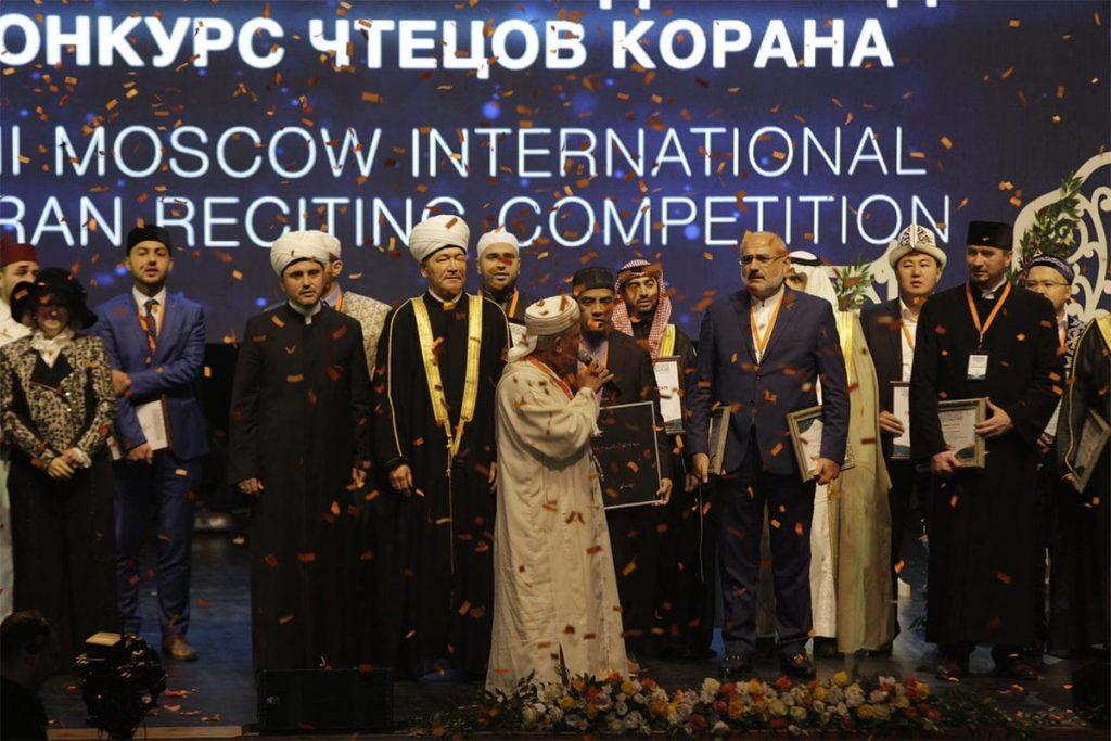 Раз в году в Москве 32 сильнейших хафиза мира соревнуются за звание лучшего чтеца Корана. Тысячи мусульман собираются вместе, чтобы увидеть это восхитительное зрелище.