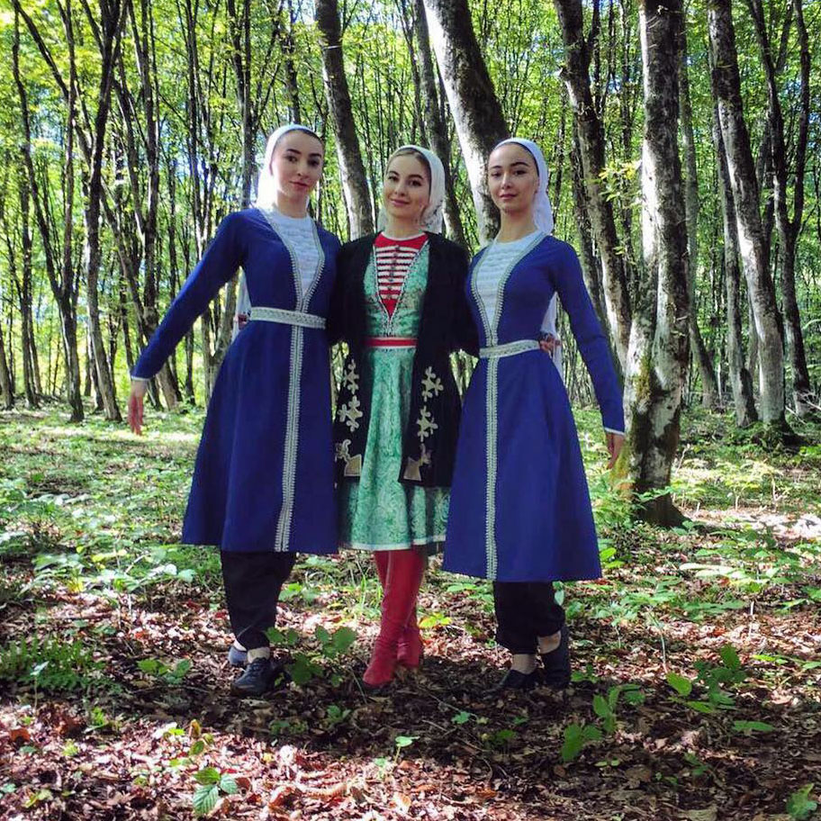 """During the shooting of the clip """"Maryam"""" authentic national clothes were used."""