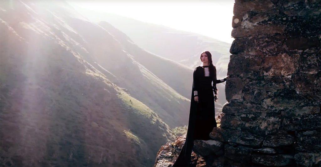 """Фати Царикаева: """"Мы вставали в 4 утра, чтобы отснять в клипе восход солнца, поднимались на высокогорье. Виды там потрясающие!"""""""