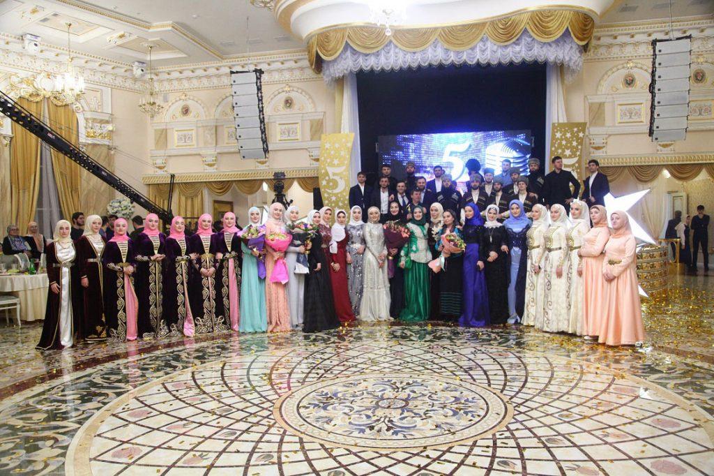 Победителей главной музыкальной премии года «Национальная пятерка-2017» наградили в Грозном