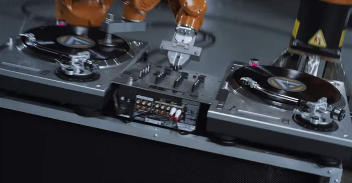 AUTOMATICA 4k. Промышленные роботы сыграли в клипе Nigel Stanford