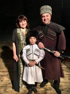 Народная артистка Республики Адыгея Сима Куйсокова с Русланом и Чиназом Кайтмесовыми