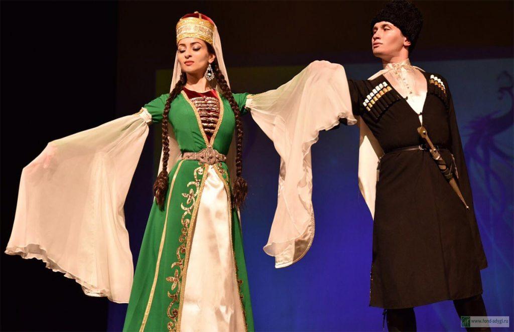 Адыгейские народные танцы. Фото с сайта fond-adygi.ru