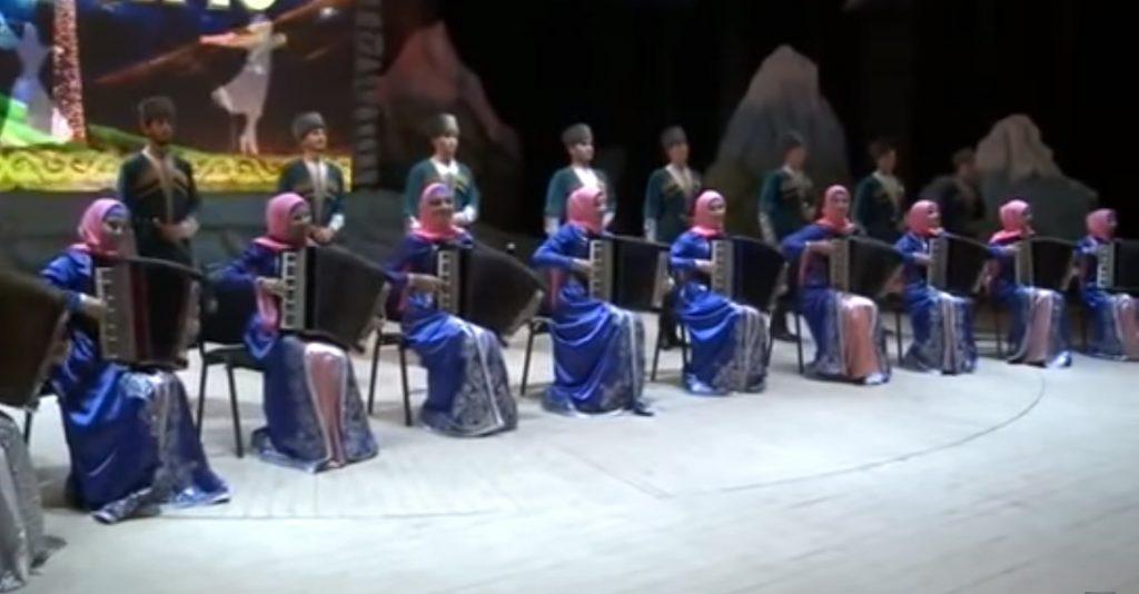 The ensemble NOHCHO kehat pondar. Photos from youtube.com