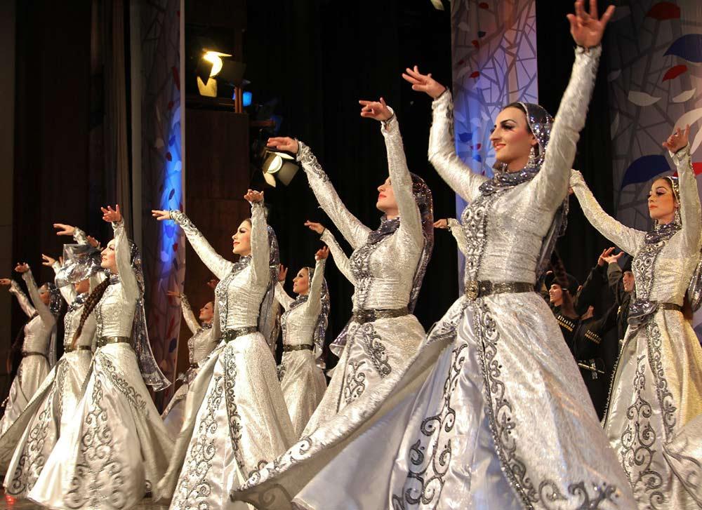 Чеченский государственный ансамбль танца «Вайнах». Фото с сайта http://ria56.ru/