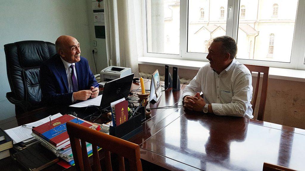 Этап знакомства руководства музыкального издательства с Альбертом Узденовым прошел успешно