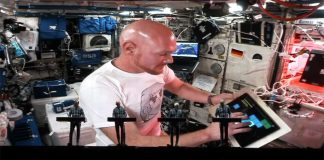 """""""Kraftwerk"""" сыграли дуэтом с космонавтом МКС в прямом эфире"""