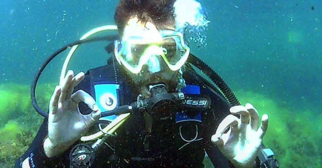 Адам Ачмиз открыл для себя подводное плавание