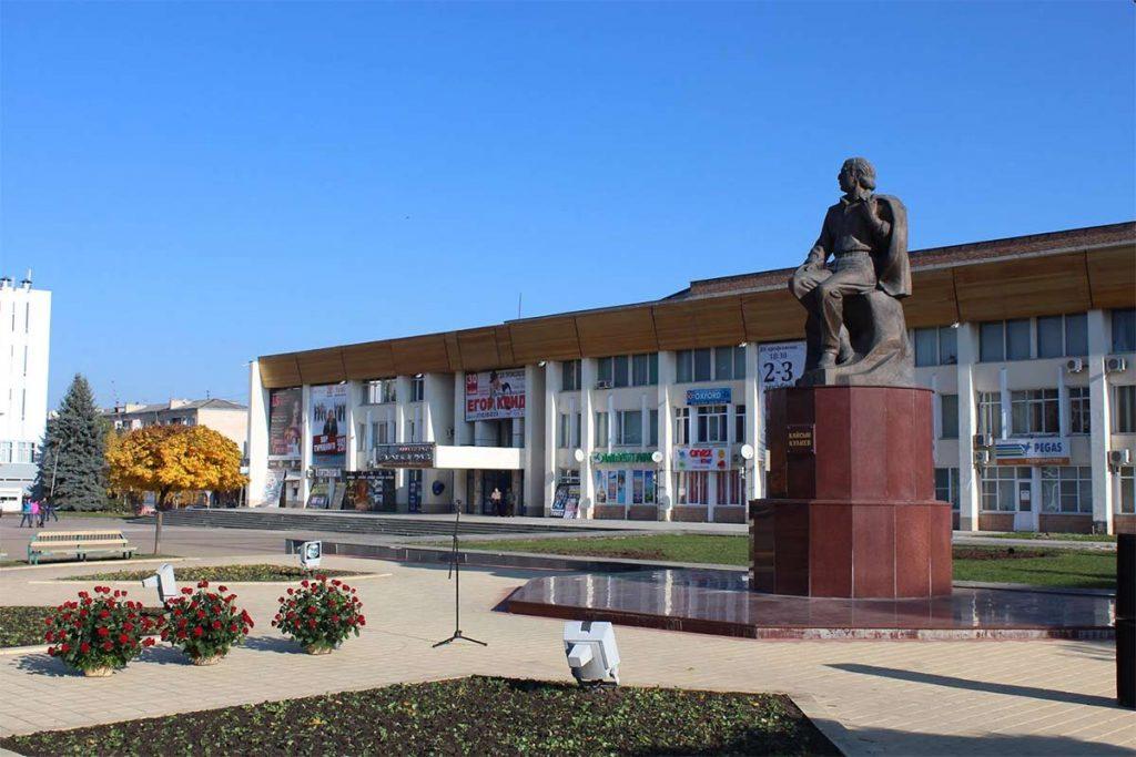 Памятник Кайсыну Кулиеву. Город Нальчик. Фото: https://ru.wikipedia.org