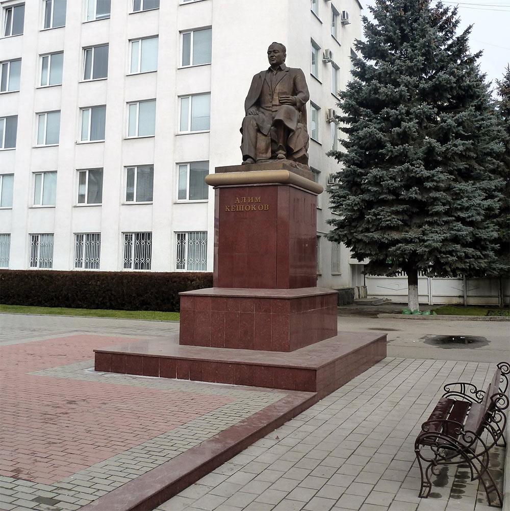 Памятник Кешокову Алиму Пшемаховичу в Нальчике. Фото: https://commons.wikimedia.org
