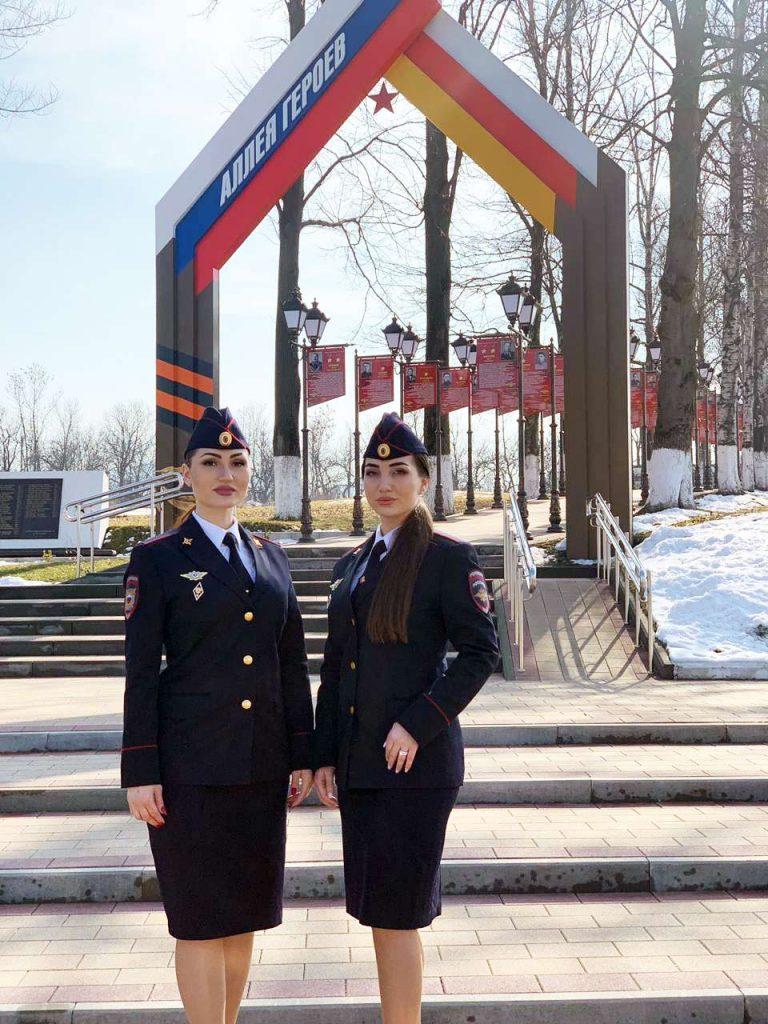 Альбина и Фати Царикаевы после праздничного концерта в честь Дня защитника Отечества