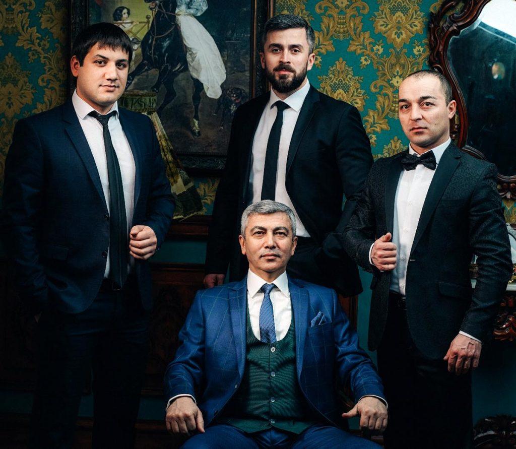Амир и его команда «АмикС»