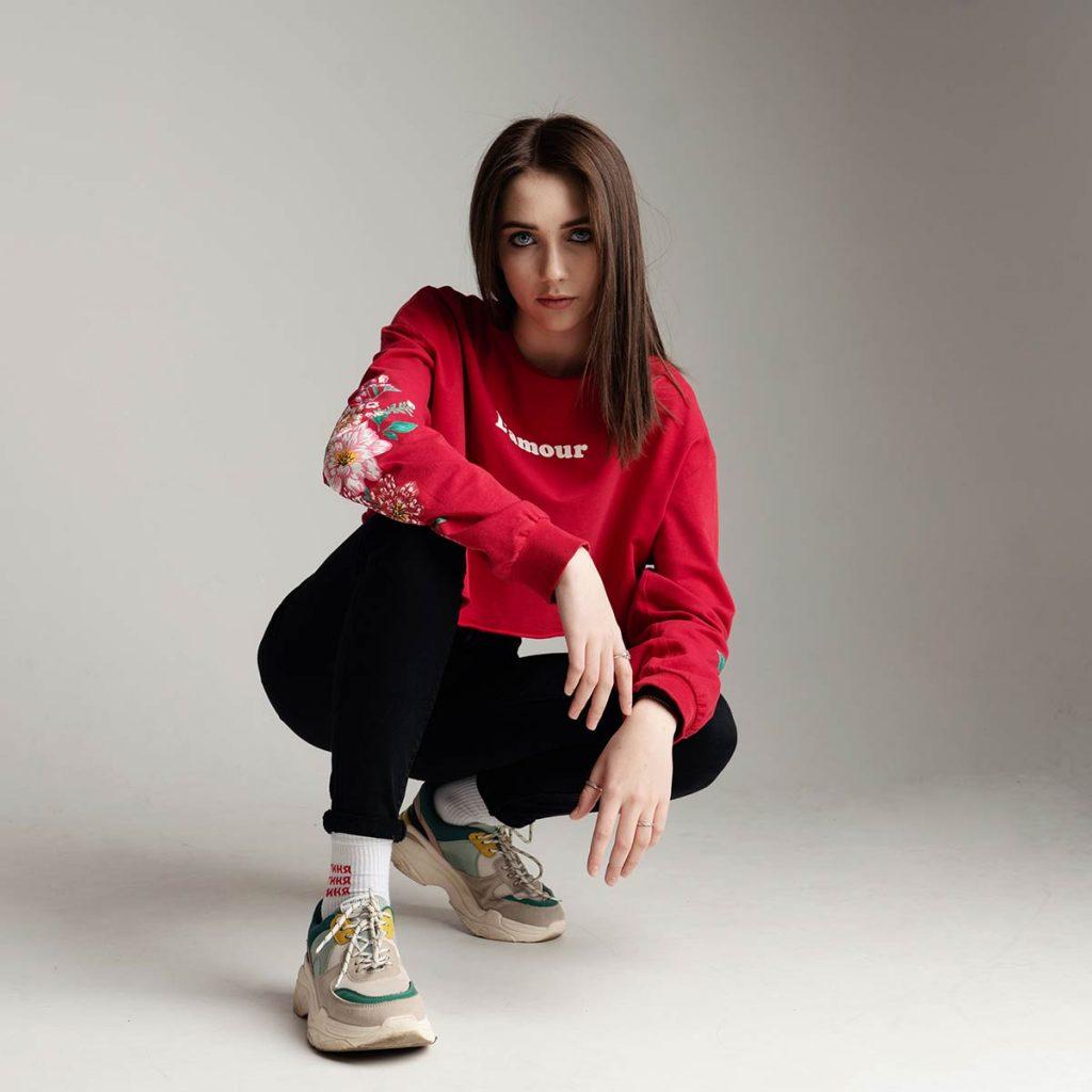 Молодая талантливая певица Stasja представила свой дебютный сингл «Враг в моей голове»