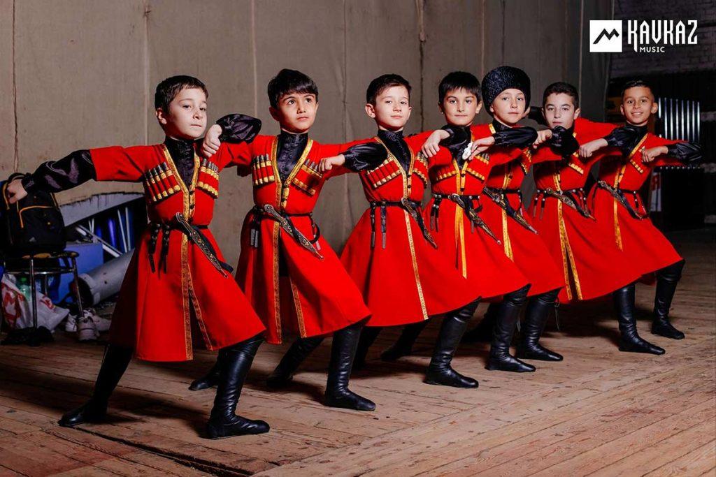 11 октября 2019 года. На концерте Рустама Нахушева в Нальчике. Образцовый ансамбль народного танца «Нальцук»