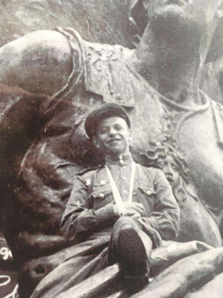 Алексей Юрков Рейхстага. Фото сделано 9 мая 1945 г.