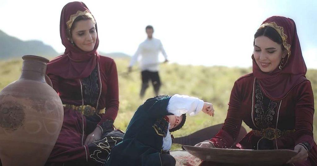 В видеоклипе «Сагърай Лезгияр» получилась очень яркая картина, дающая представление о быте лезгин