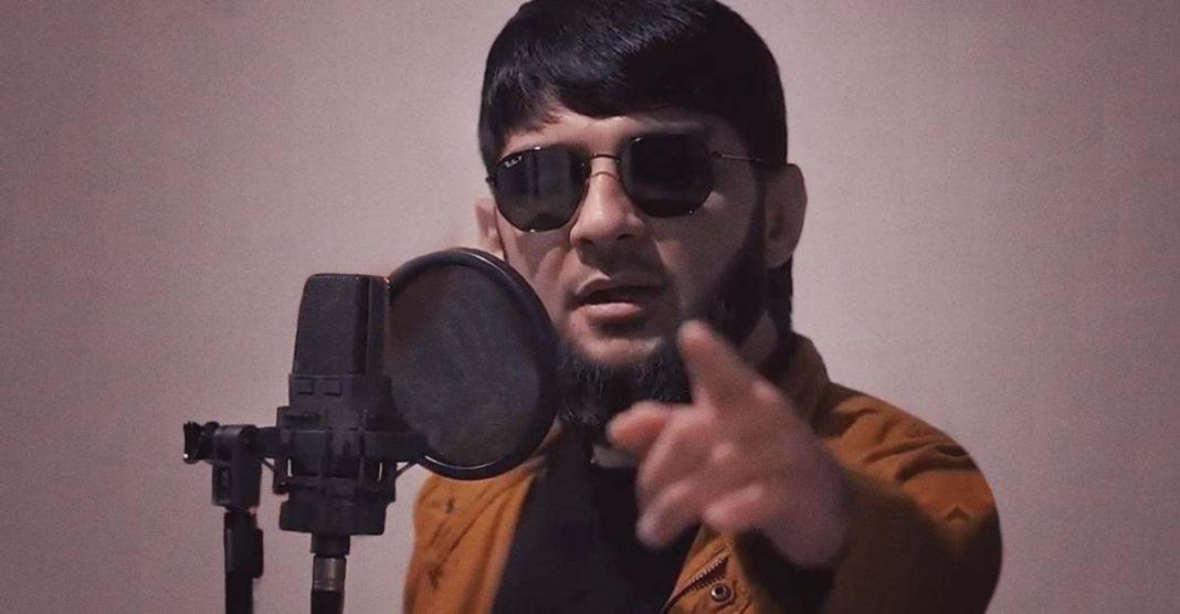 Песня Ислама Итляшева «Она любила розы» успешно движется к вершине чартов