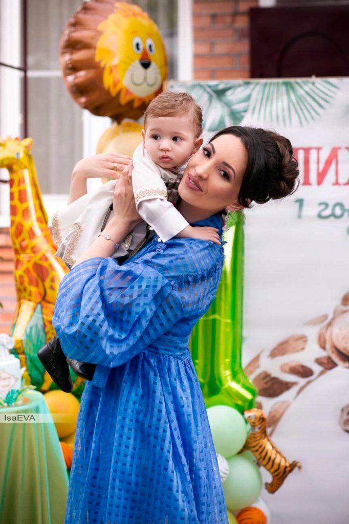 Илона Кесаева с сыном Алиханом