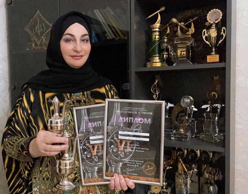 Макка Межиева была удостоена награды в номинациях: «Лучший артист Кавказа» и «Лучший артист Чеченской Республики»