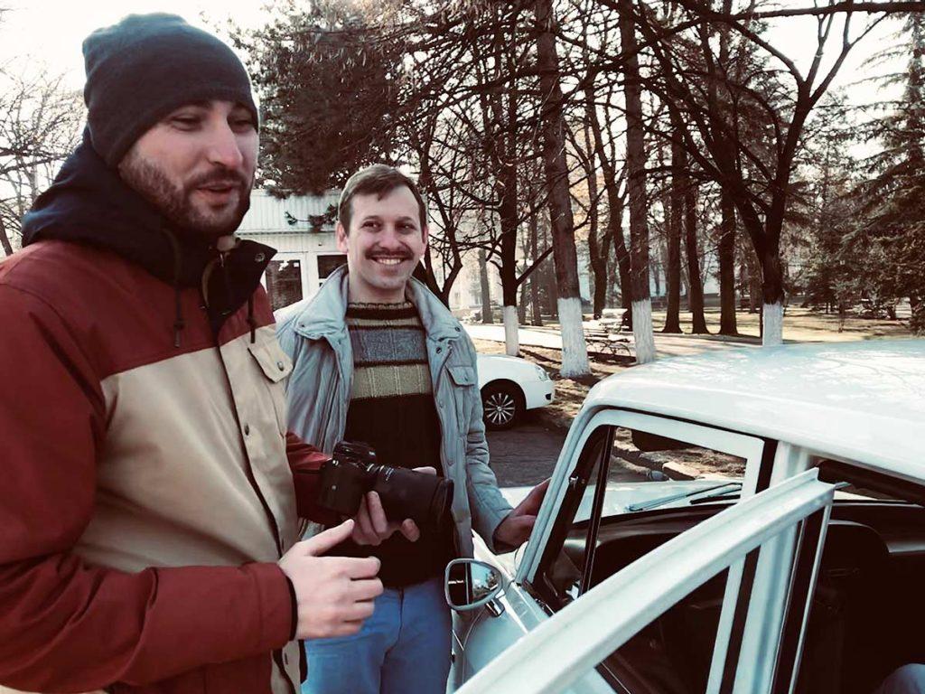 Оператор Тимур Чехов и актёр Павел Денисов. На съёмках видеоклипа на песню «Стоп музыка»
