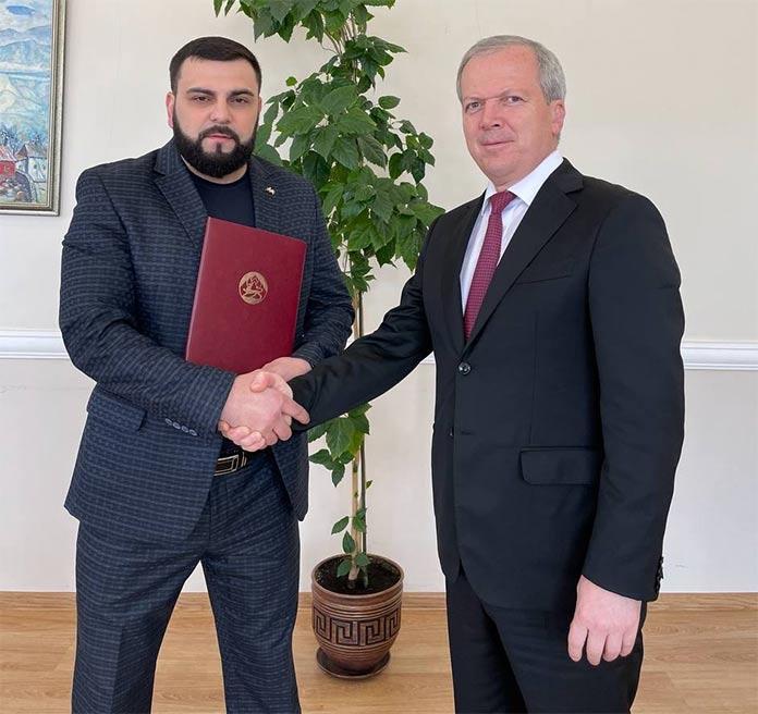 Артур Халатов и министр культуры РСО-Алания Эльбрус Кубалов