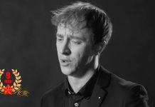 Предлагаем в честь Дня Победы послушать в исполнении Гоши Грачевского военно-патриотическую композицию «Вечный огонь», написанную Рафаилом Хозаком на стихи Евгения Аграновича.