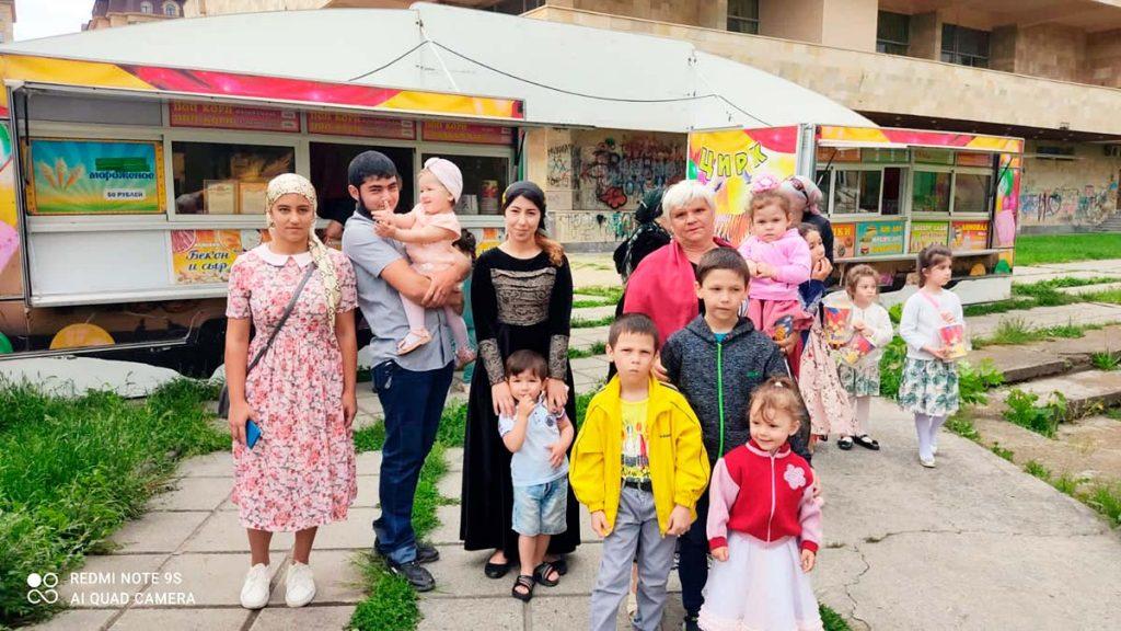 «Звук-М», «Кавказ Хит» и «Территория милосердия» подарили детям билеты в цирк