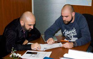 В ходе переговоров с руководством издательства был подписан договор об издании нового трека артиста под названием «Это всё любовь».