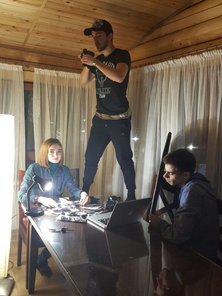 Сцены внутри дома снимались в коттедже гостинично-оздоровительного комплекса «Адиюх-Пэлас»
