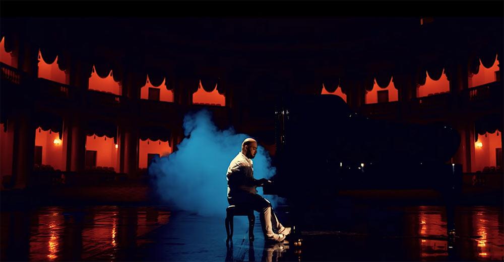 "Артур Мацакян: ""Я постарался написать такую музыку, чтобы она запечатлелась в сердцах навечно"". Кадр из клипа «Sirumem»"