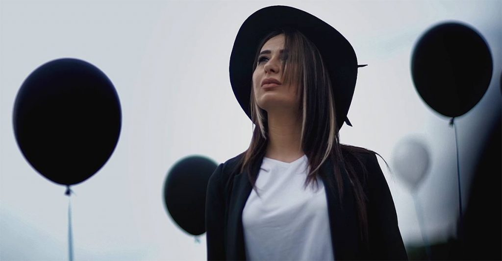 Кадр из клипа «Где ты» Русланы Собиевой и Зарины Бугаевой
