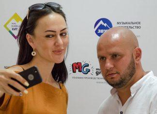 Звездные гости в офисе «Звук-М». Руслана Собиева и Алан Музаев.
