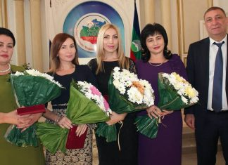 Амирина получила звание Заслуженной артистки КЧР!
