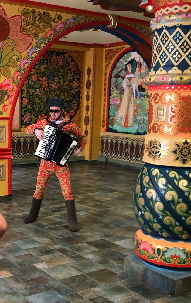 Костюмы для участников группы «SULTANURAGAN» были специально сшиты для съемок в новом клипе