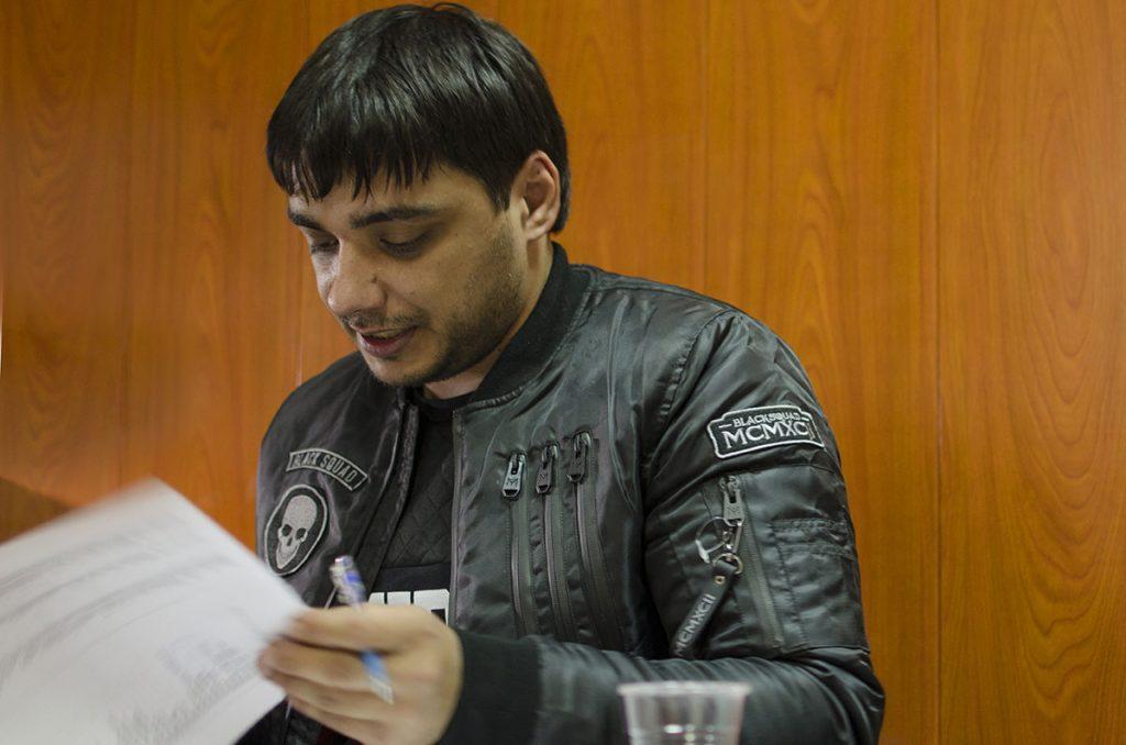 """Известный рэп-исполнитель ЭGО в офисе музыкального издательства """"Звук-М"""""""
