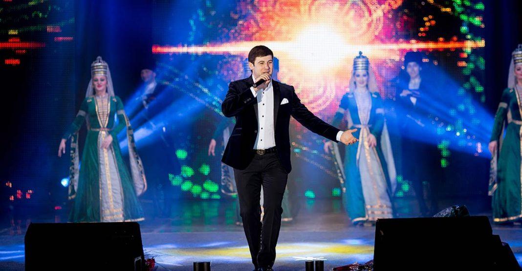Сегодня отмечает свой День рождения один из самых популярных кавказских исполнителей, всеми любимый певец - Азамат Биштов!