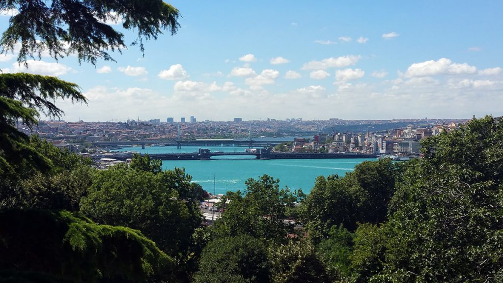 The beauty of the Bosphorus served as the basis for a beautiful song not only about him, but also about Nicole's dreams.