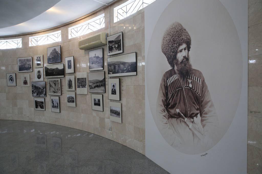 Собранная к выставке коллекция насчитывает 155 живописных полотен и 102 графических листа