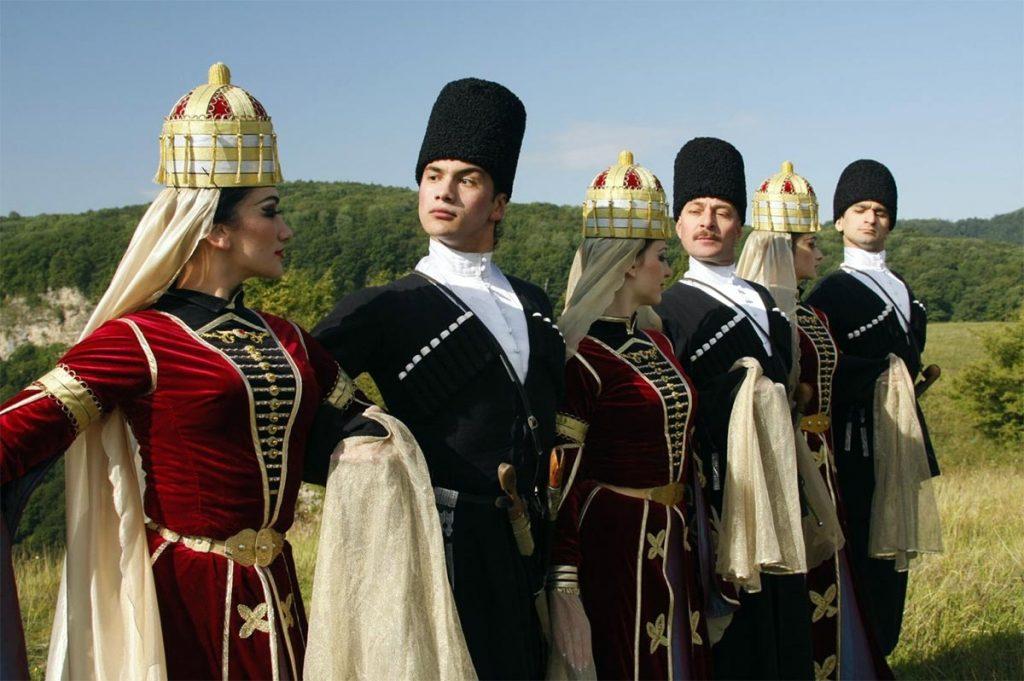 Адыгейские народные танцы. Фото с сайта arigi01.ru