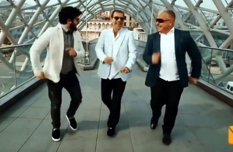 """Армянская песня """"Кянки карусель"""" исполнена на грузинском языке. Видео."""
