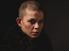 "Sharon Kovacs представила альбом ""Cheap Smell"""