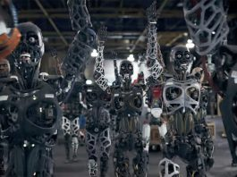"""The Chemical Brothers presented a video with robots """"Free Yourself"""""""