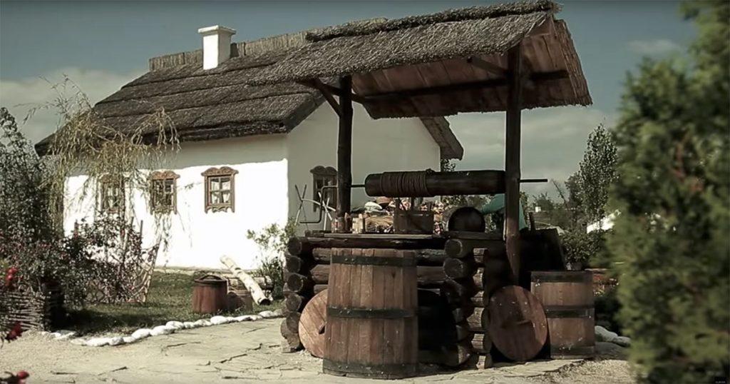 По совету Михаил Югова режиссёры решили снимать клип в этнографическом музее «Атамань»
