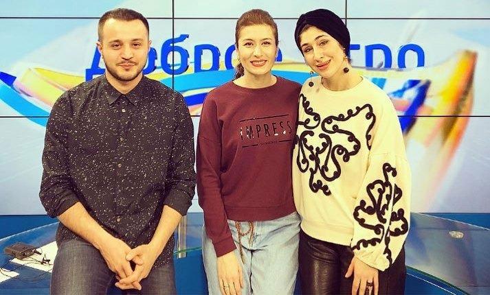 Анжелика Начесова с ведущими телепрограммы «Доброе утро» на канале «Архыз 24»
