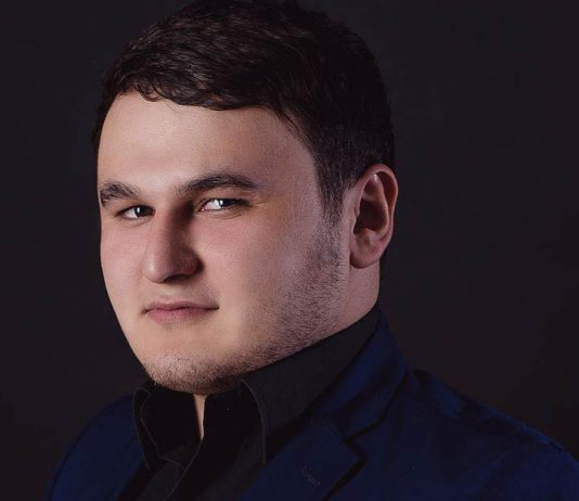 """Официальная страница Рустама Нахушева на сайте """"Звук-М"""""""