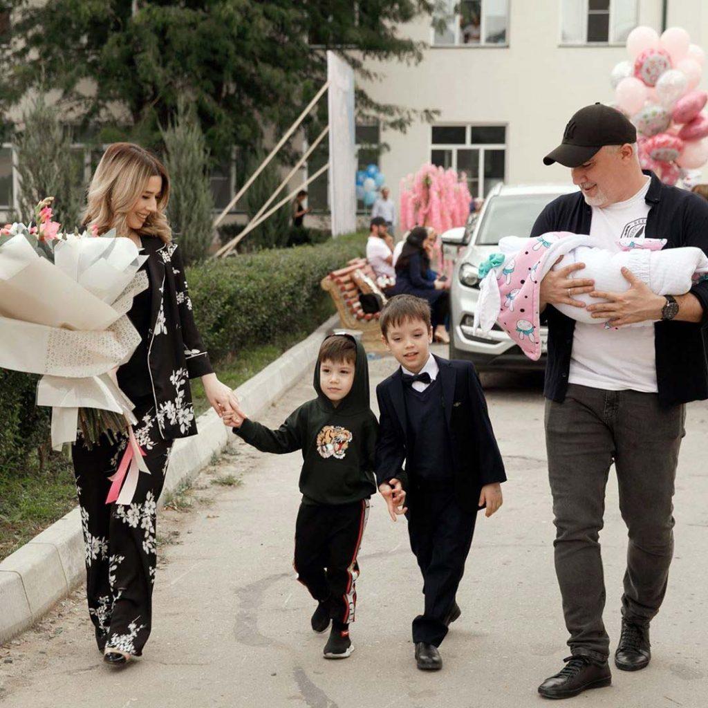 Популярная певица Марина Алиева в третий раз стала мамой – 4 сентября на свет появилась прекрасная девочка, которую назвали Мелиссой
